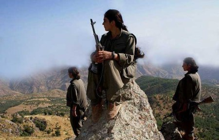 Kurdish female fighters 11