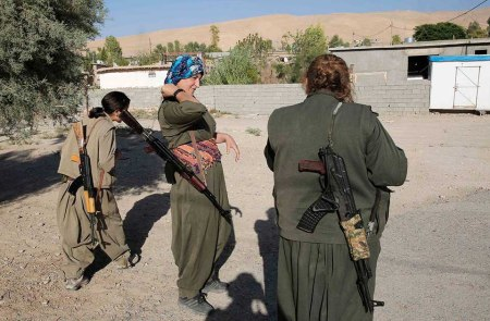 Kurdish female fighters 12