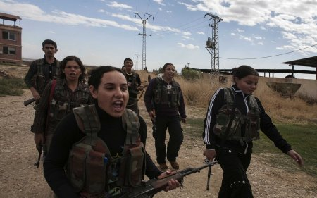 Kurdish female fighters 6