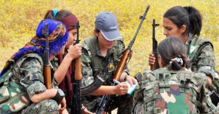 Kurdish female fighters 7
