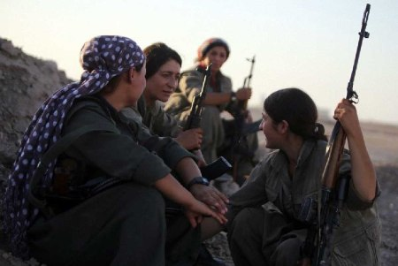Kurdish women fighters 11