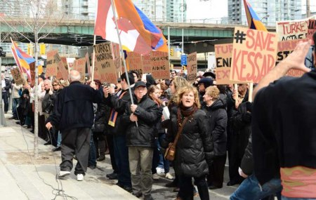 Toronto protest gainst Turkey3