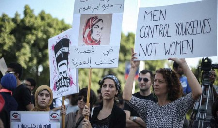 Islam women protesters