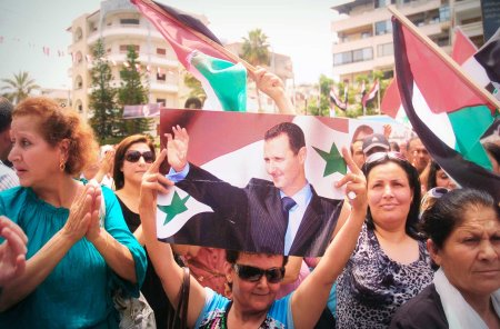 pro Assad demo women