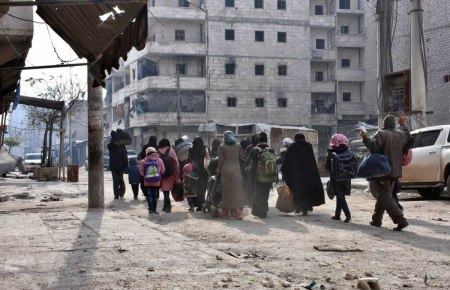 aleppo-civilians-leaving