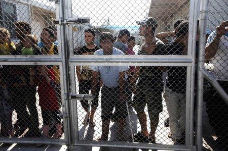 refugees-greece-fence